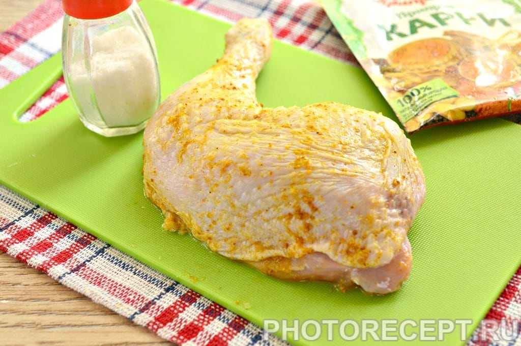 Фото рецепта - Куриные окорочка с чесноком в фольге - шаг 2