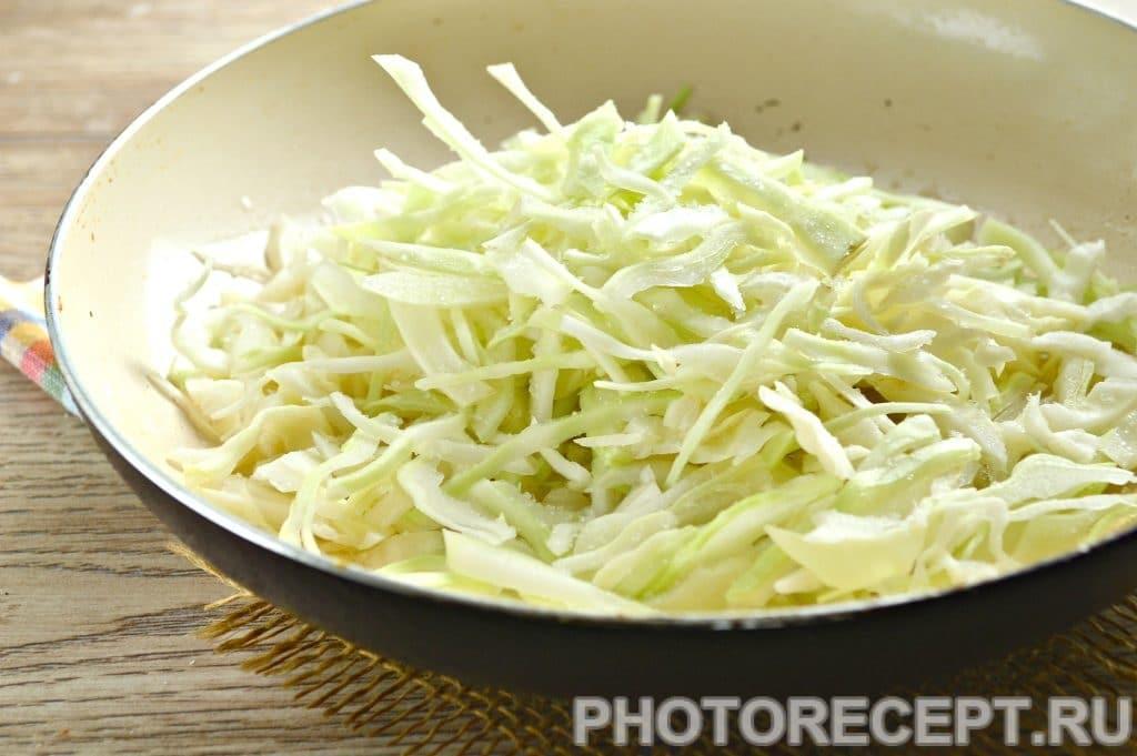 Фото рецепта - Картошка с капустой на сковороде - шаг 2