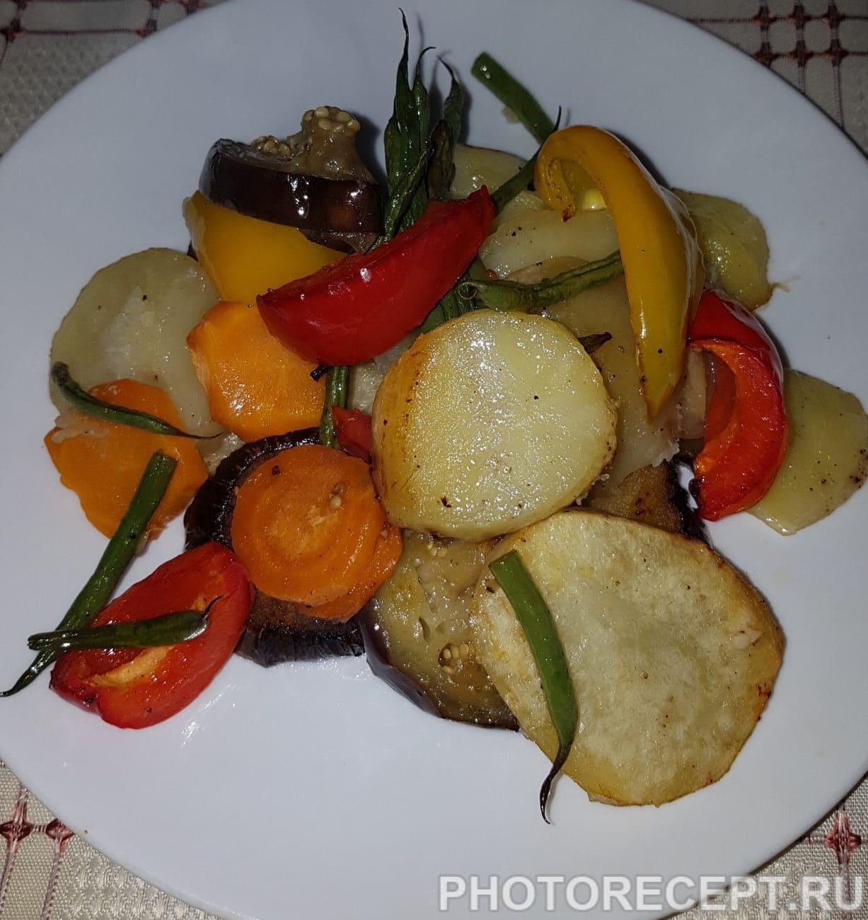 Картофель с овощами запеченный в духовке