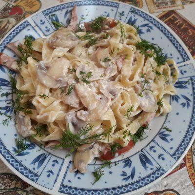Паста с ветчиной и грибами - рецепт с фото