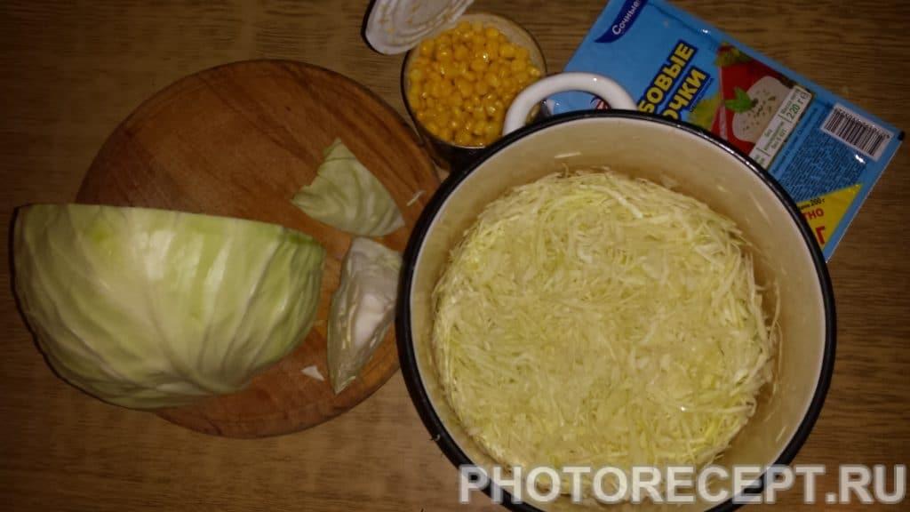 Фото рецепта - Салат с кукурузой и грибами - шаг 1