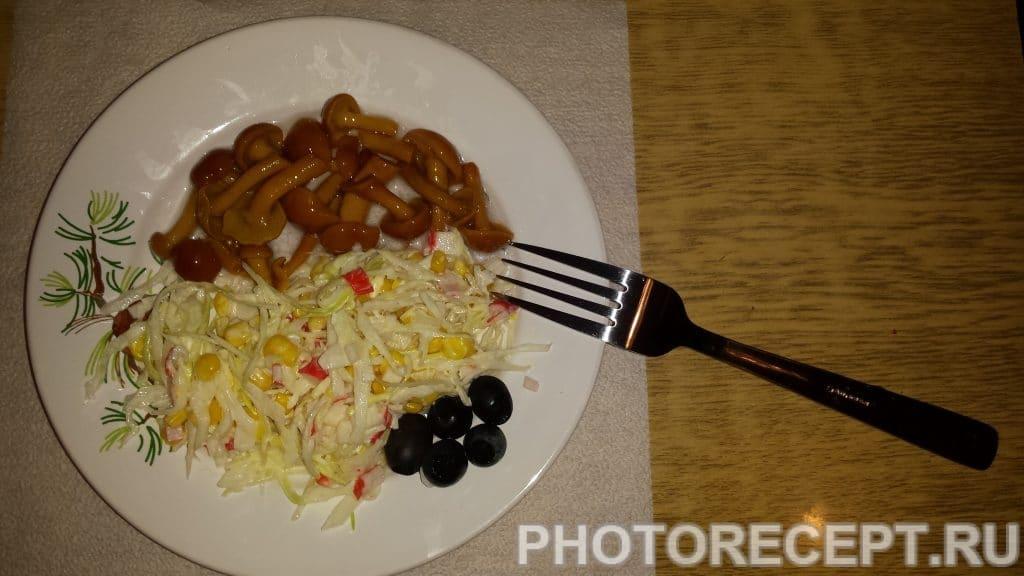 Фото рецепта - Салат с кукурузой и грибами - шаг 5