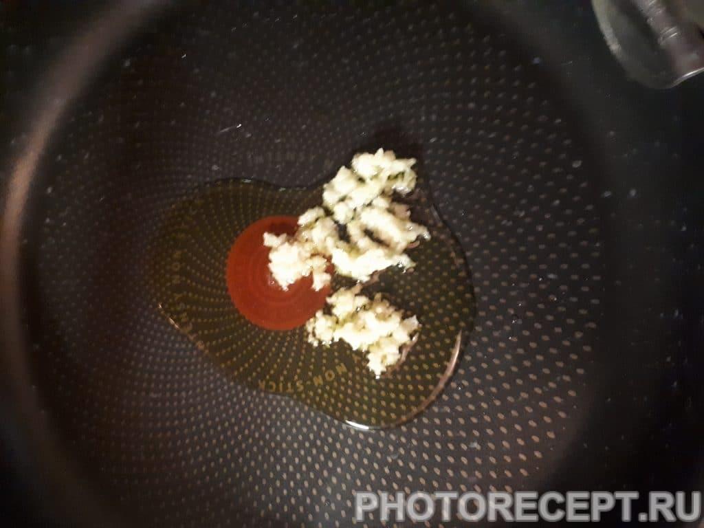 Фото рецепта - Паста с креветками в сливочно-чесночном соусе - шаг 3