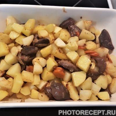 Фото рецепта - Домашнее жаркое с куриными желудками - шаг 4