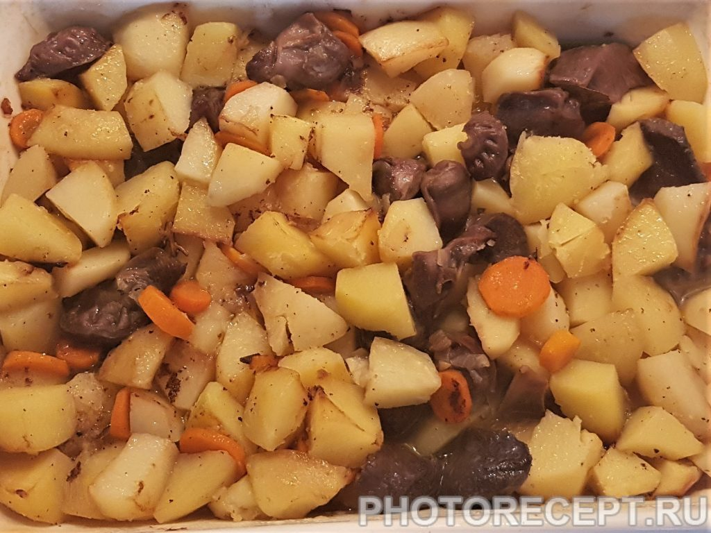 Фото рецепта - Домашнее жаркое с куриными желудками - шаг 6