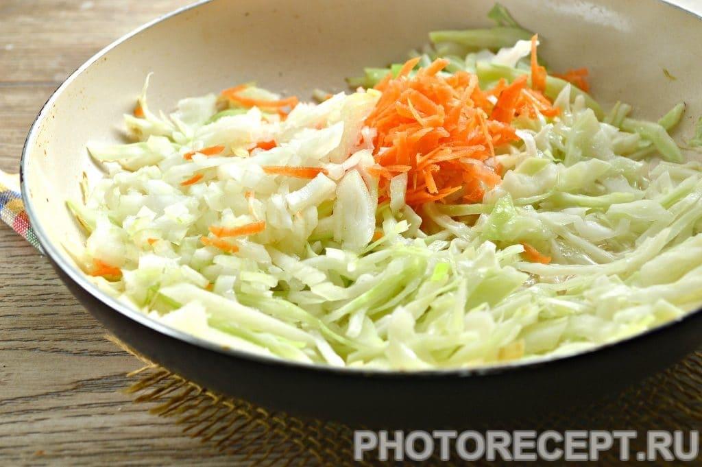 Фото рецепта - Картошка с капустой на сковороде - шаг 3