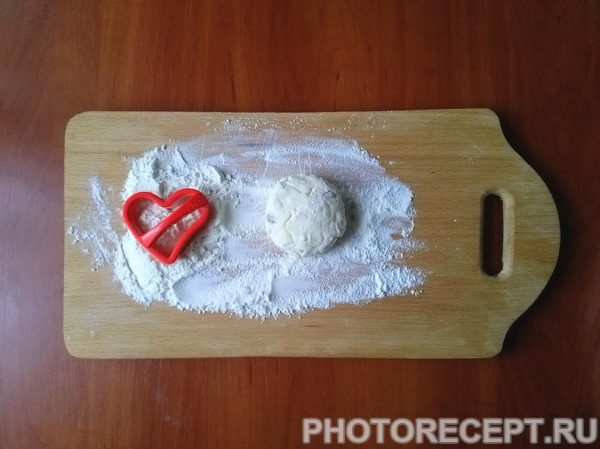 Фото рецепта - Сырники из творога с манкой «Сладкие сердца» - шаг 4