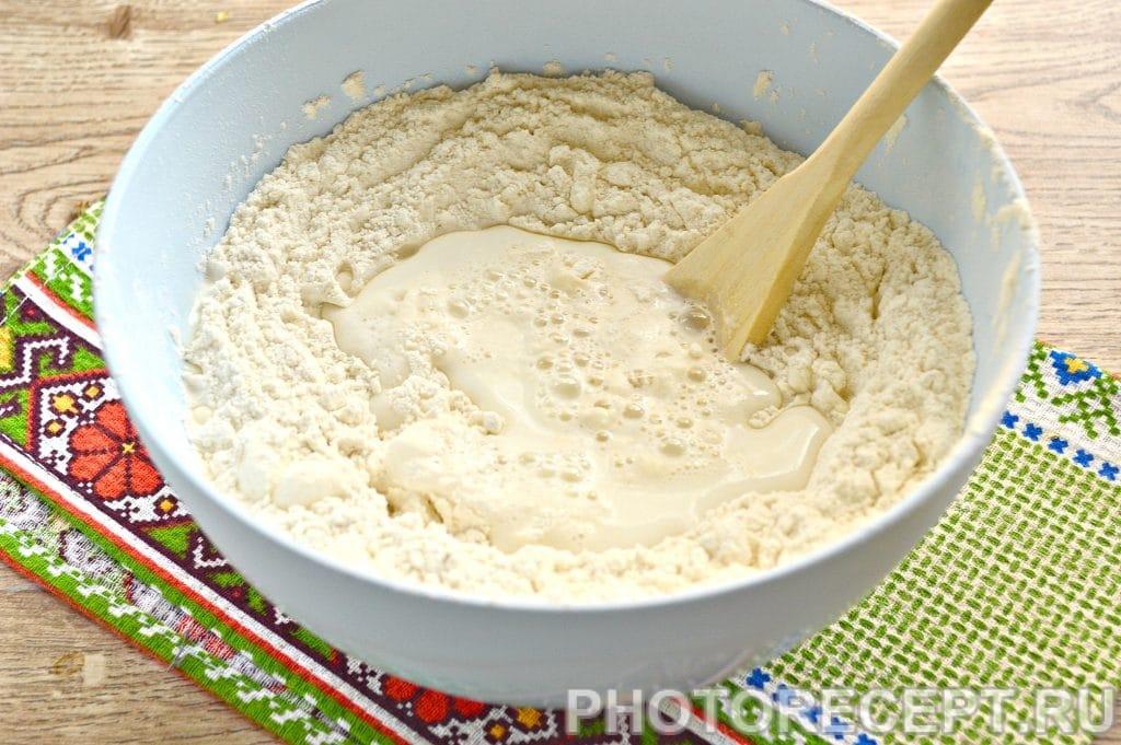 Фото рецепта - Тесто для вареников и пельменей на молоке - шаг 4