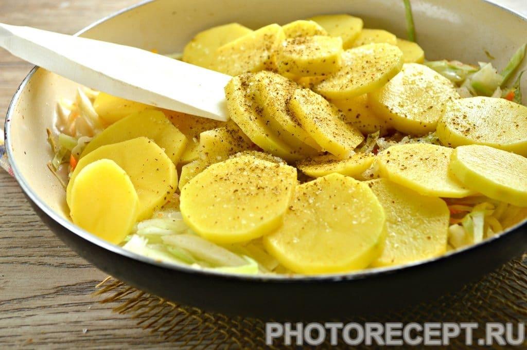 Фото рецепта - Картошка с капустой на сковороде - шаг 5