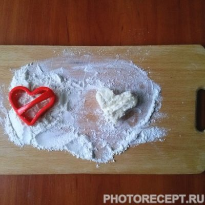 Фото рецепта - Сырники из творога с манкой «Сладкие сердца» - шаг 5