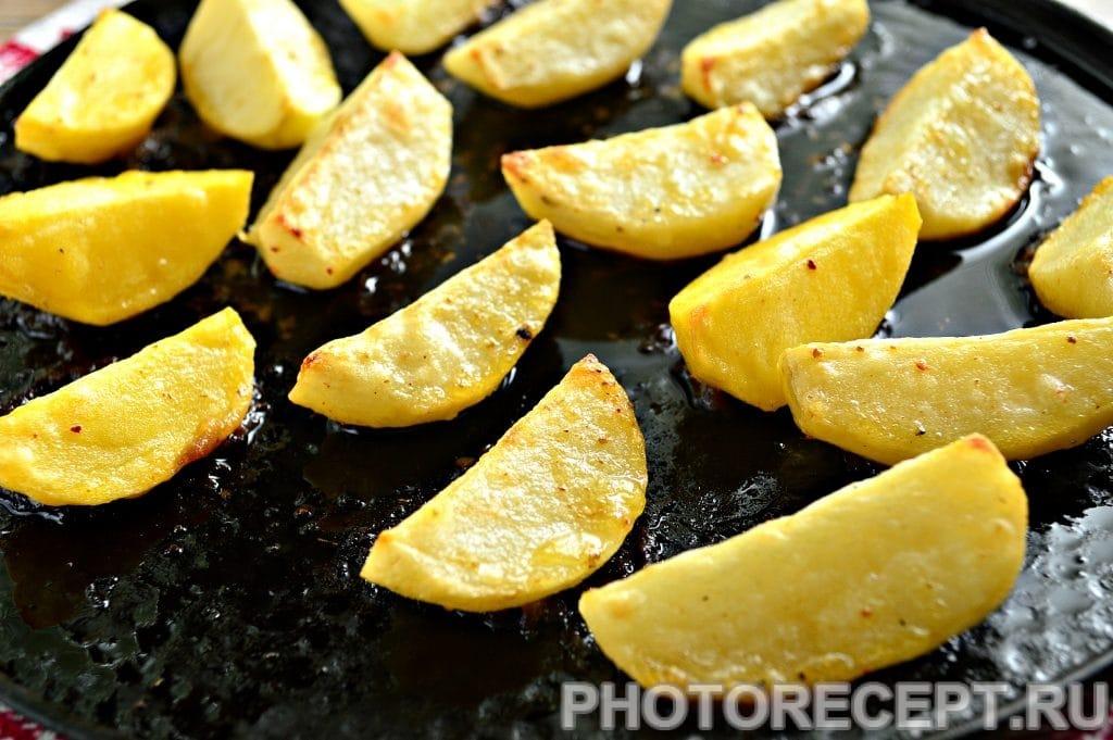 Фото рецепта - Запеченная картошка в духовке с майонезом - шаг 7