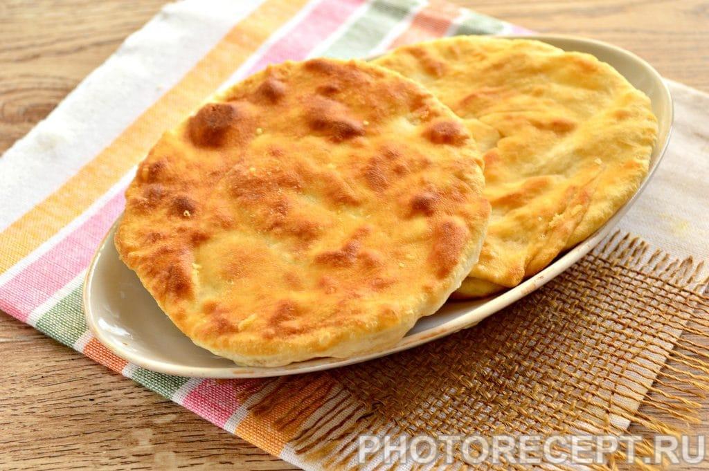 Фото рецепта - Вкусные лепешки с сыром на сковороде - шаг 7