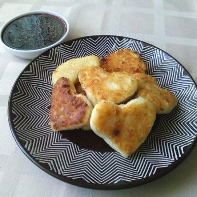 Сырники из творога с манкой «Сладкие сердца» - рецепт с фото