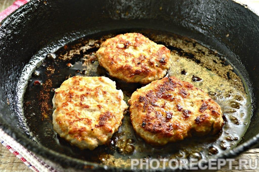 Фото рецепта - Бифштекс из свинины на сковороде - шаг 7