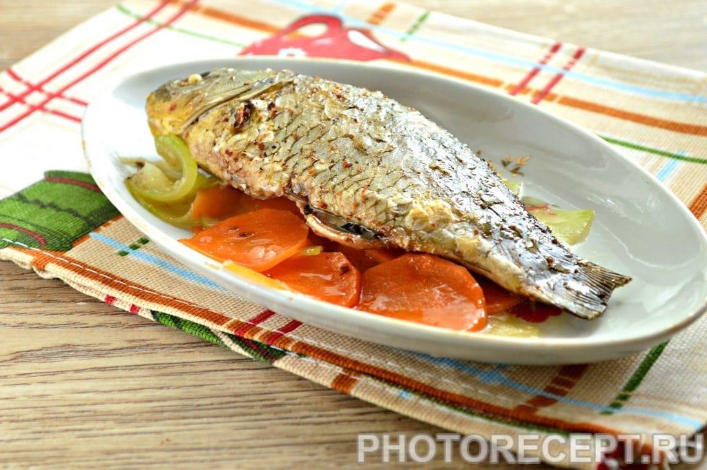 Фото рецепта - Карась в фольге на овощной подушке - шаг 8