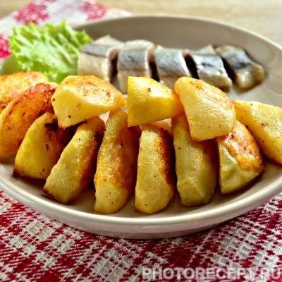 Запеченная картошка в духовке с майонезом - рецепт с фото