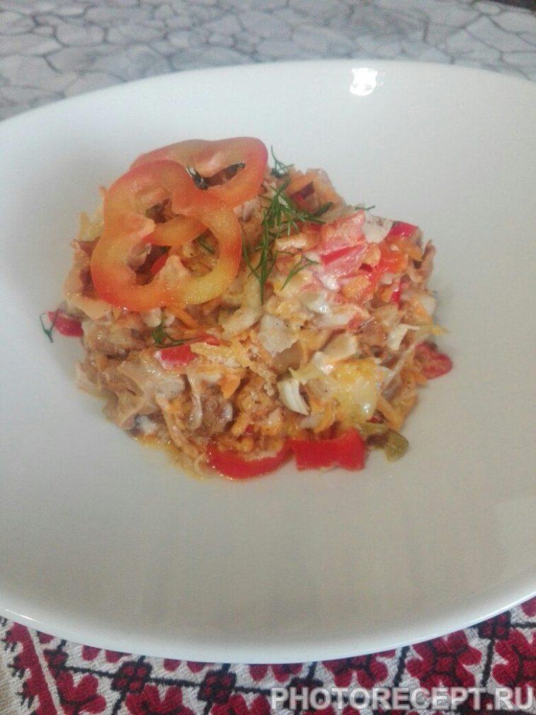 Фото рецепта - Теплый салат с грибами и курицей - шаг 8