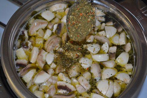 Фото рецепта - Грибной суп из шампиньонов - шаг 7