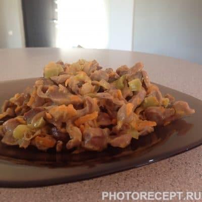 Куриные желудки с овощами, тушеные в сметане - рецепт с фото