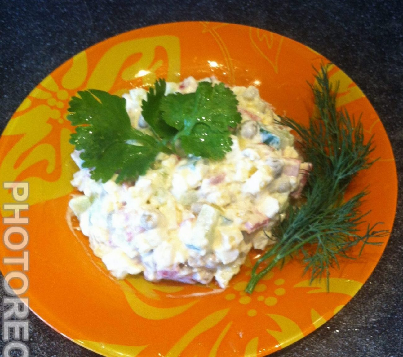 Салат «Оливье» с копченой колбасой