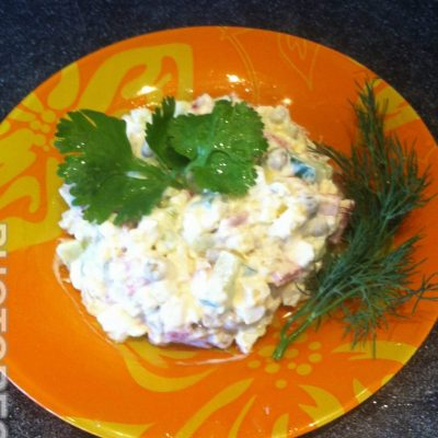 Салат «Оливье» с копченой колбасой - рецепт с фото