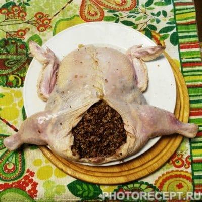 Фото рецепта - Курица фаршированная гречневой кашей - шаг 4