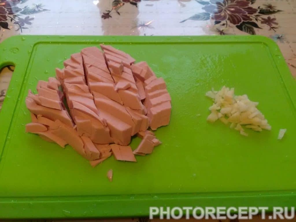 Фото рецепта - Бигус из свежей капусты с колбасой и мятой - шаг 5