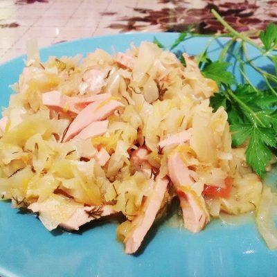 Бигус из свежей капусты с колбасой и мятой - рецепт с фото