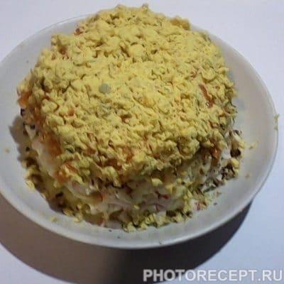 Нежный салат с крабовыми палочками и картофелем - рецепт с фото