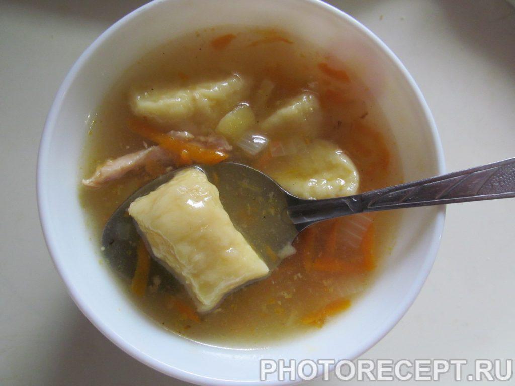 Фото рецепта - Куриный суп с картофельными клецками - шаг 12