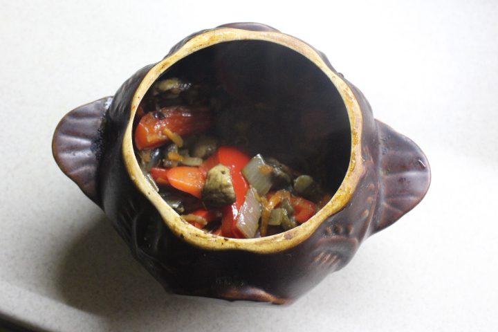 Фото рецепта - Мясо в горшочках с ароматной заправкой - шаг 12