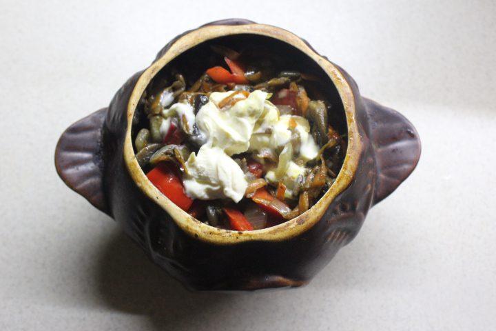 Фото рецепта - Мясо в горшочках с ароматной заправкой - шаг 15