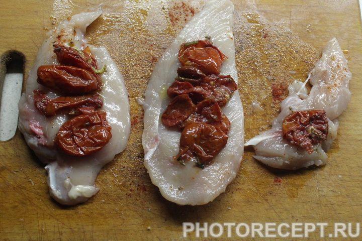 Фото рецепта - Курица на сковороде с вялеными томатами - шаг 3