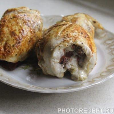 Курица на сковороде с вялеными томатами - рецепт с фото