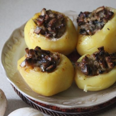 Картофель фаршированный грибами - рецепт с фото