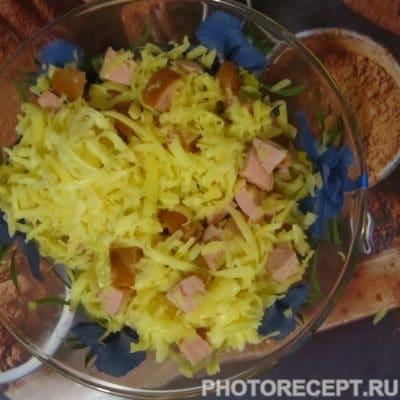 Фото рецепта - Жареные слойки с колбасой и сыром - шаг 2