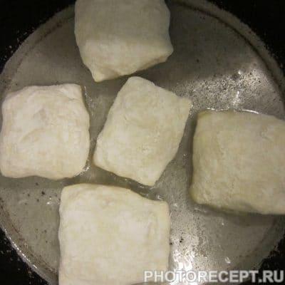 Фото рецепта - Жареные слойки с колбасой и сыром - шаг 4