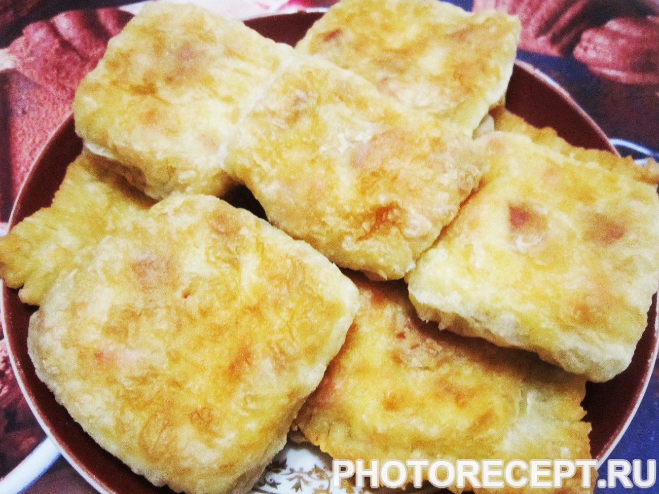 Жареные слойки с колбасой и сыром