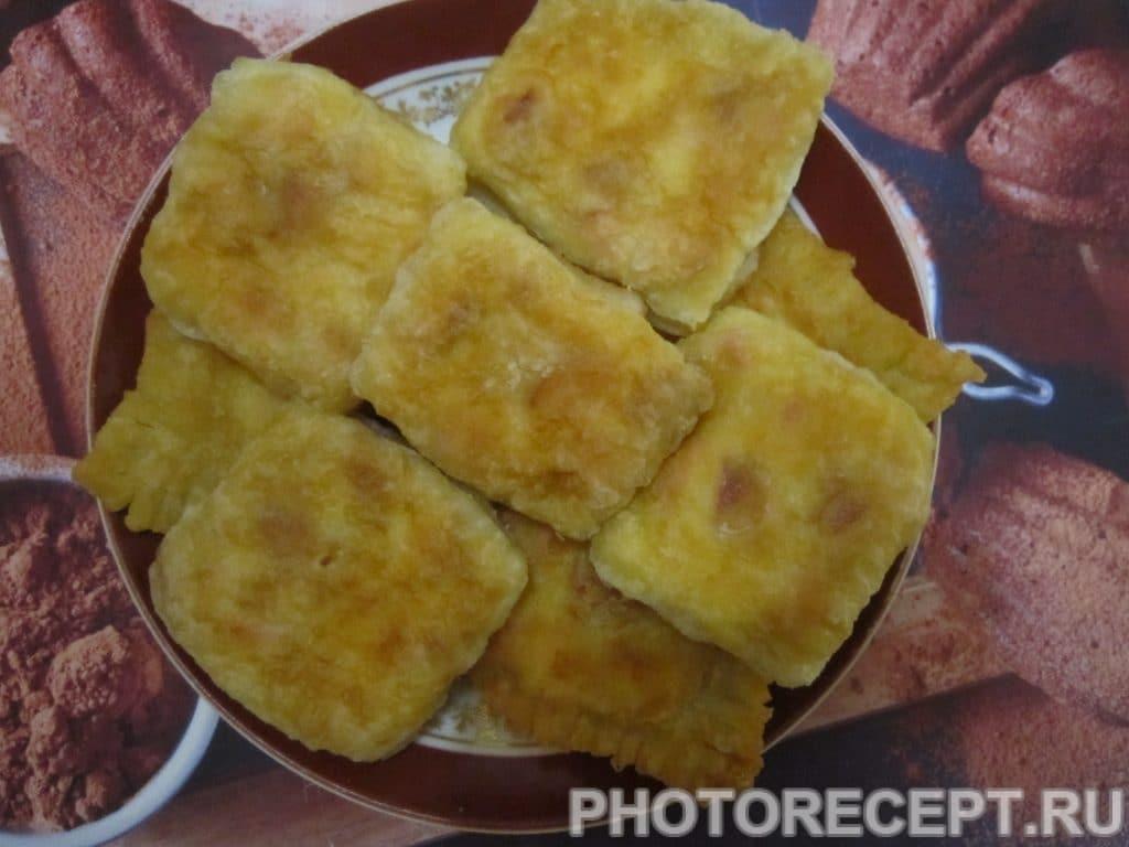 Фото рецепта - Жареные слойки с колбасой и сыром - шаг 5
