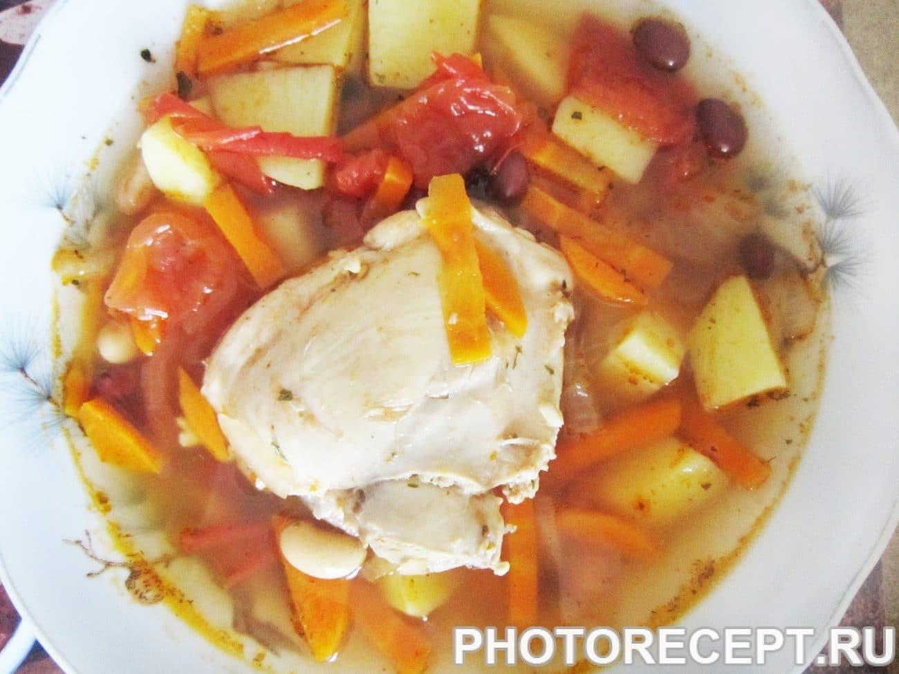 Фасолевый суп с томатами и курицей