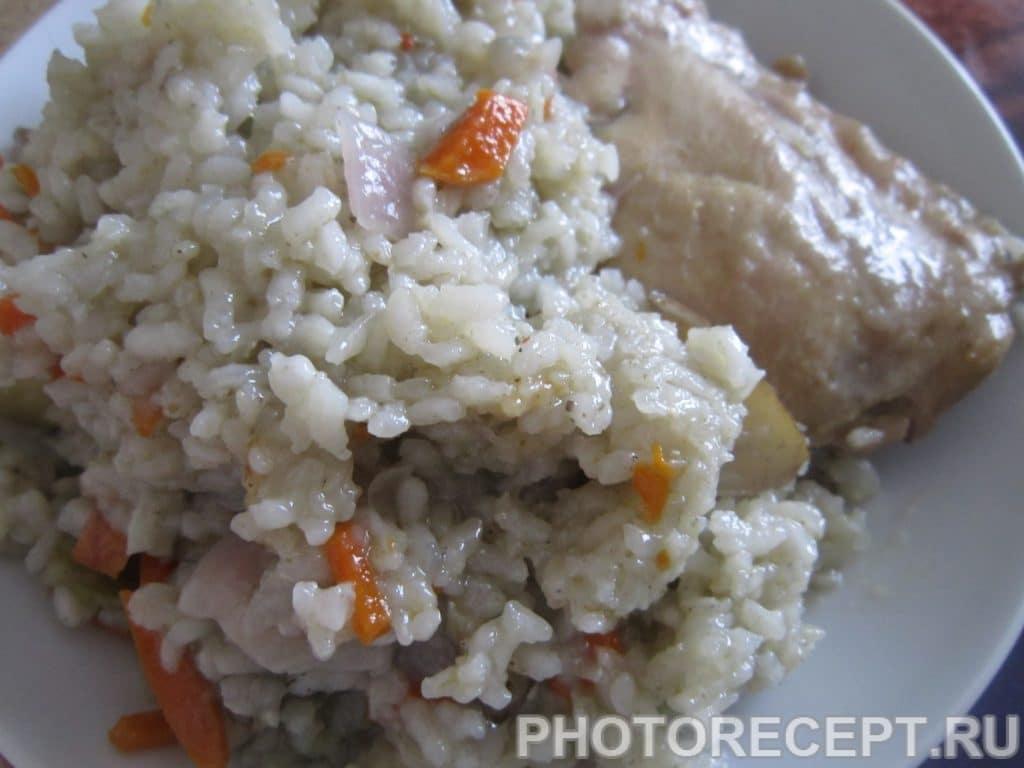 Фото рецепта - Куриные бёдрышки с рисом, грушей и яблоком - шаг 7
