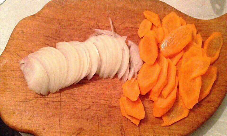 Фото рецепта - Тушеная курочка с овощами - шаг 3