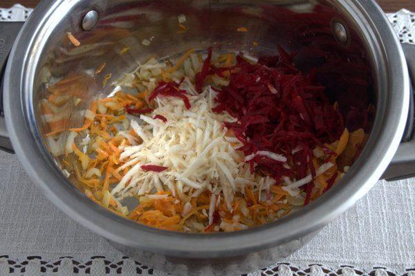 Фото рецепта - Борщ без капусты с корнеплодами и щавелем - шаг 2