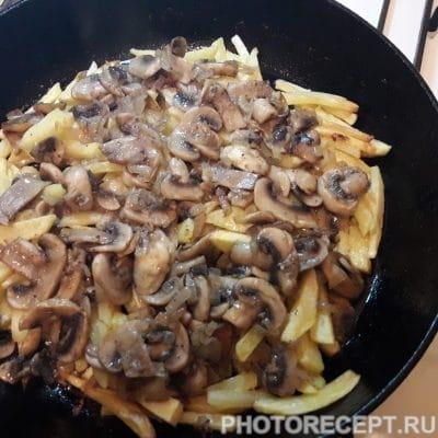 Фото рецепта - Жареная картошка с грибами - шаг 5