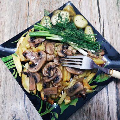 Жареная картошка с грибами - рецепт с фото