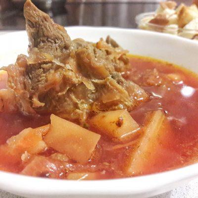 Классический горячий свекольник с мясом - рецепт с фото