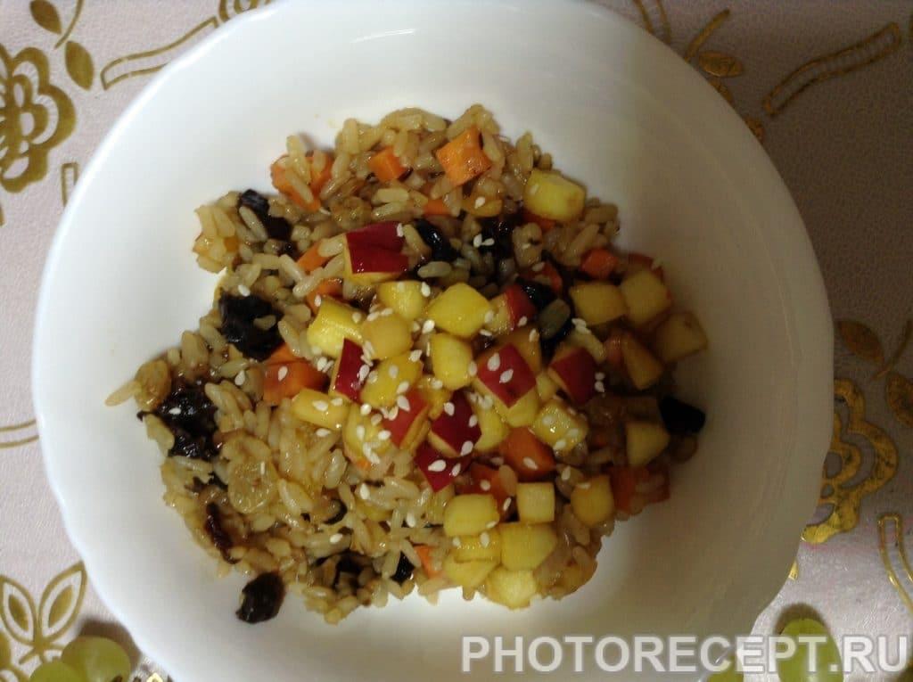 Фото рецепта - Рисовая каша с сухофруктами - шаг 5