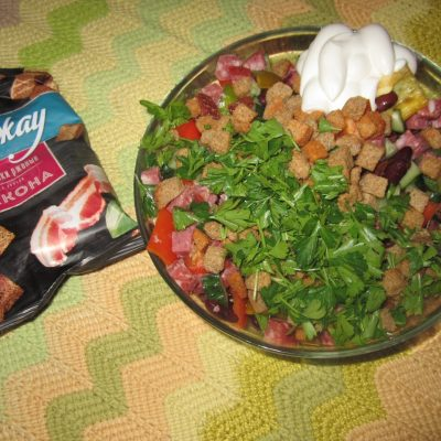 Салат с красной консервированной фасолью - рецепт с фото