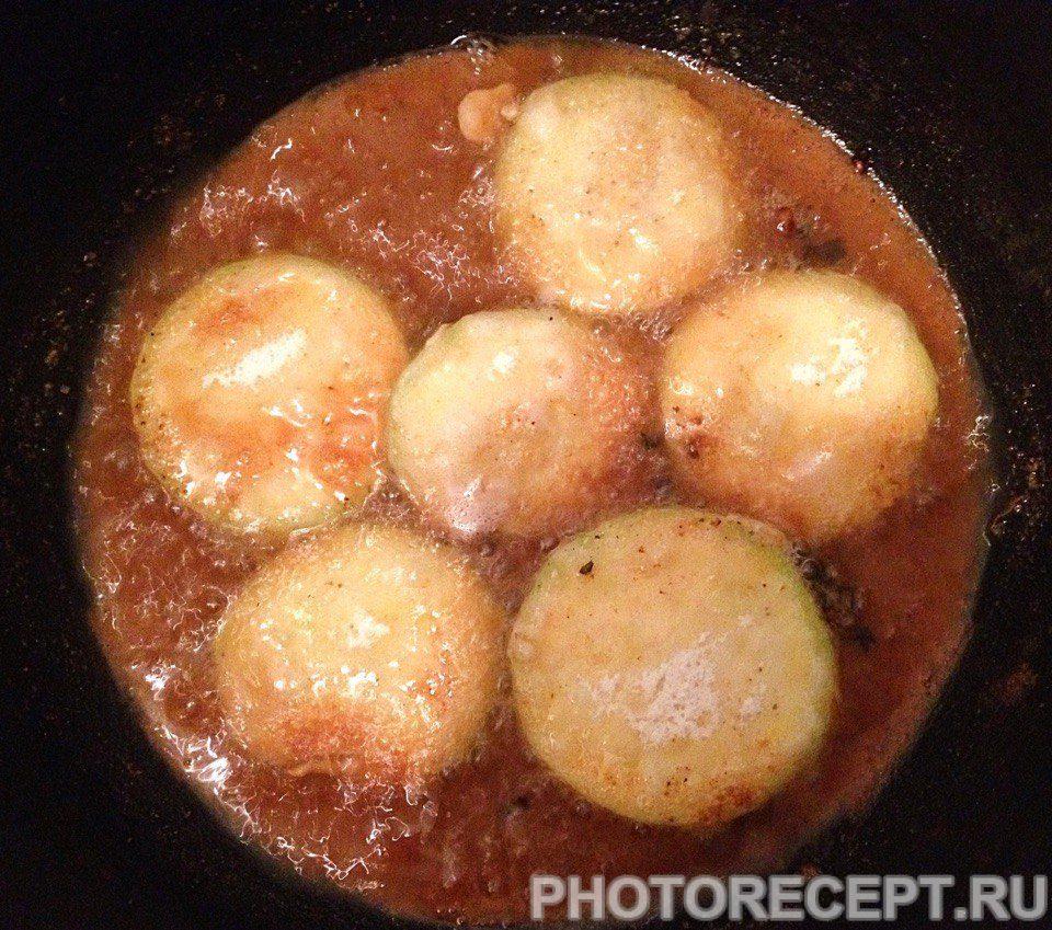 Фото рецепта - Жареные кабачки в чесночном соусе - шаг 4