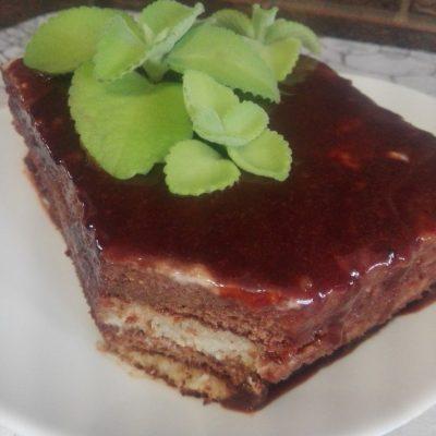 Шоколадно-мятный торт из бисквитного теста - рецепт с фото